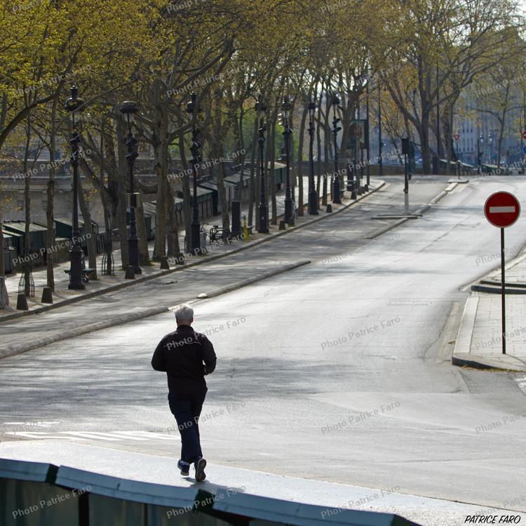 jogging dans Paris en période de confinement.